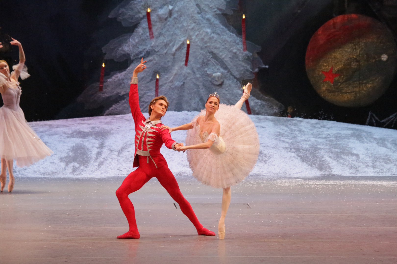 http://napajedla.cz/galerie/14/3.BOL_NUTCRACKER_OFFICIAL_VISUAL_HD_ANNA%20NIKULINA%20AND%20DENIS%20RODKIN%20%28c%29%20D.YUSUPOV.JPG